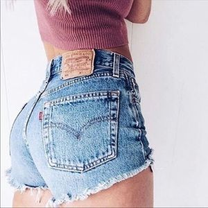 Beautiful  distressed Levi's high waisted shorts